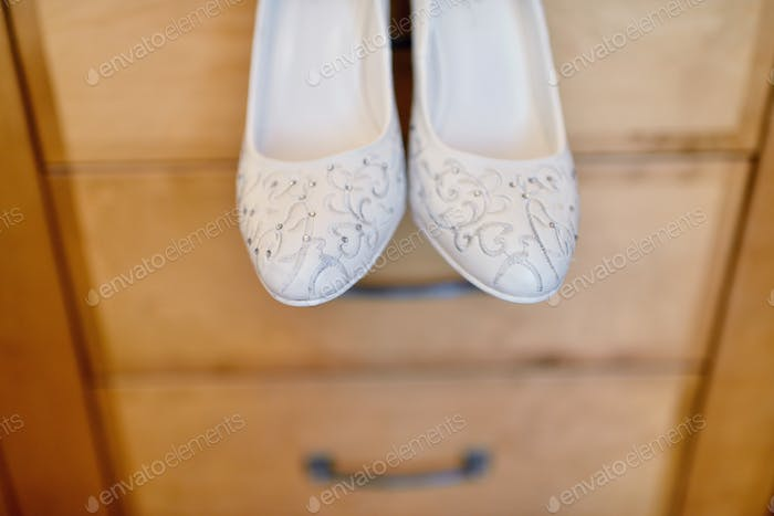 a6b43f534a5 Beautiful colorful wedding shoes for bride indoors photo by pvstory ...