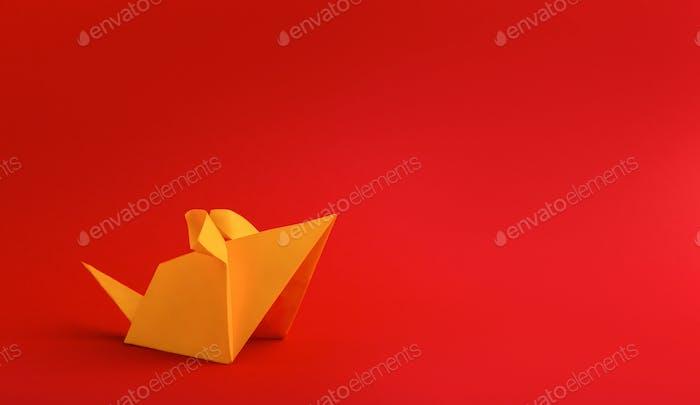 Año nuevo chino 2020 rata zodiaco origami papel amarillo sobre rojo
