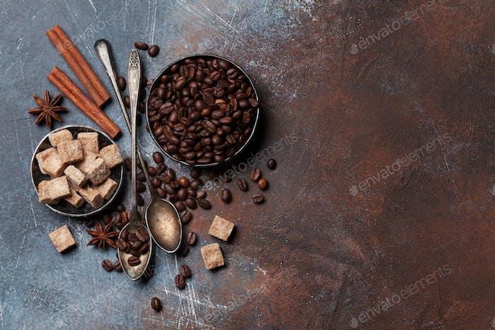 Kaffeebohnen, Zucker und Gewürze