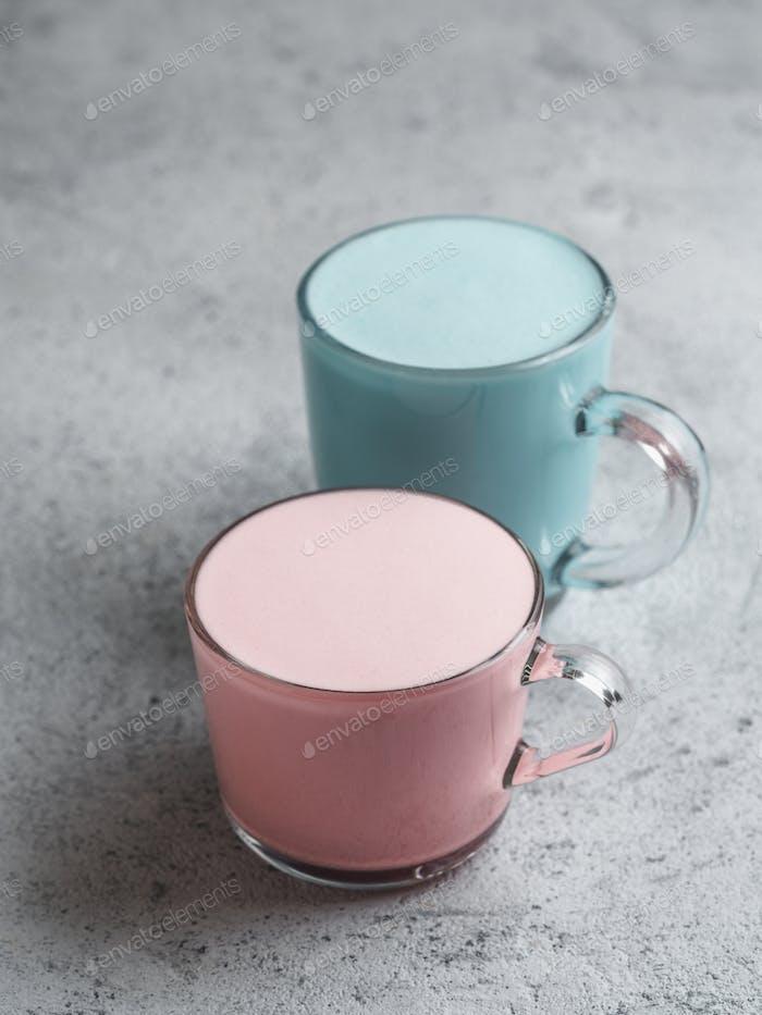 Rote Beete und blaue Spirulina Latte