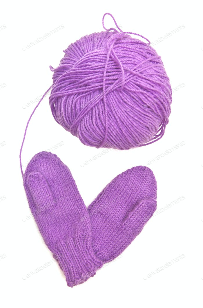 Yarn and mitten in form of heart