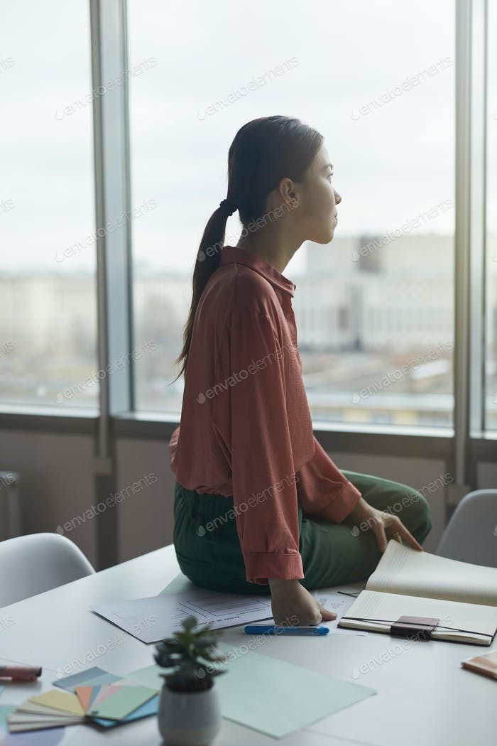 Businesswoman thinking over new ideas