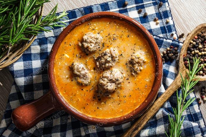 Fleischbällchen Saure Suppe