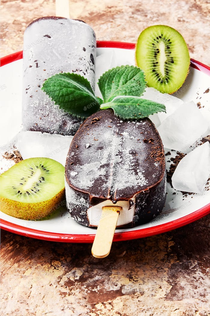 chocolate ice cream with mint