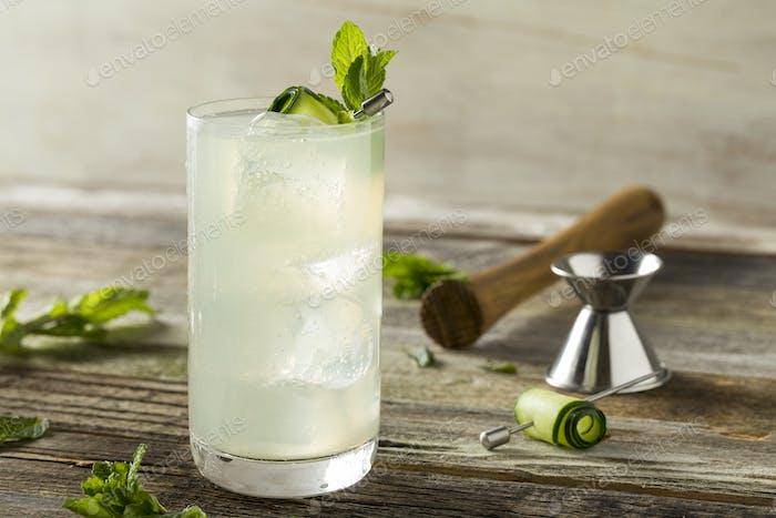 Erfrischende Gurke Gin Spritz Cocktail