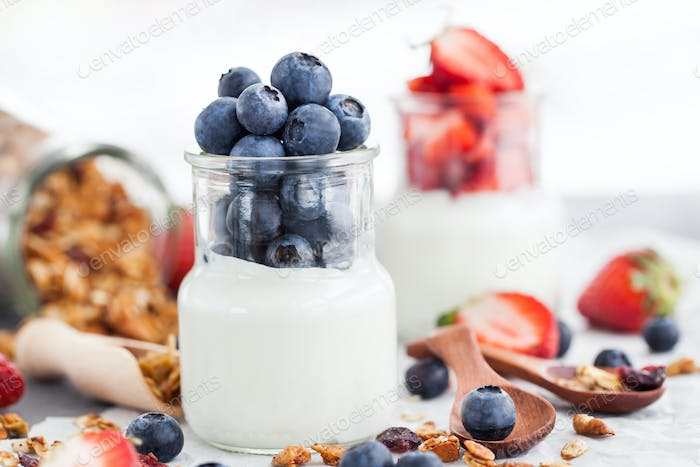 Plain yogurt with fresh berries