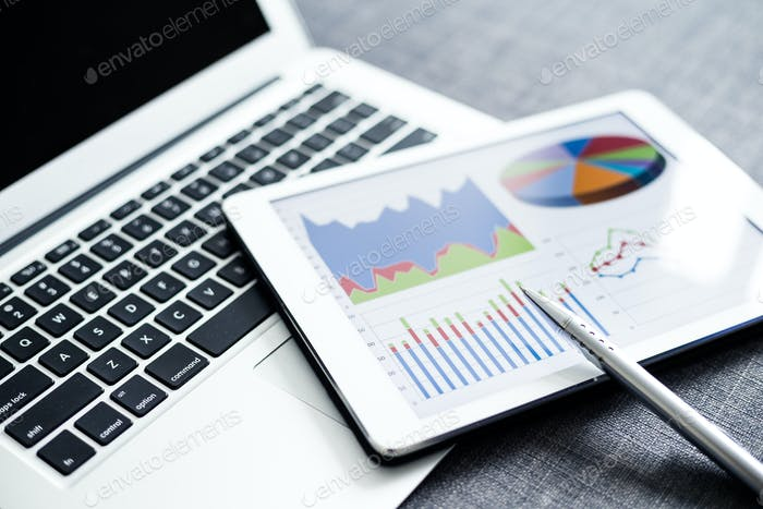 Digitales Tablet mit Diagrammen