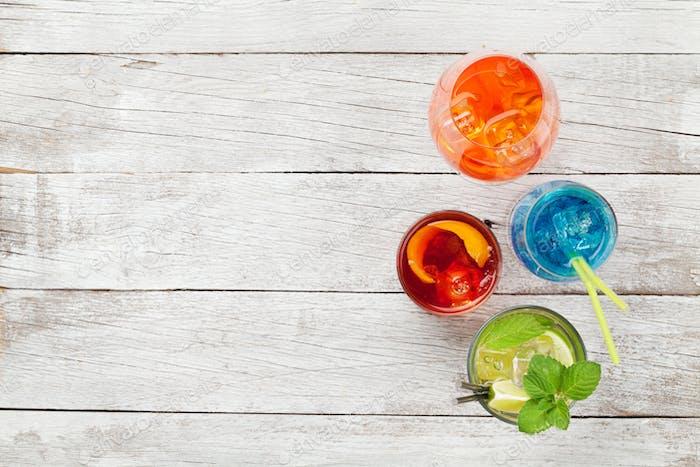 Vier Cocktailgläser