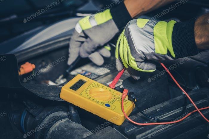Messung der Autobatterie