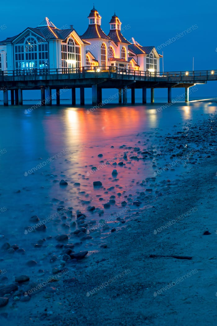 Thumbnail for The pier of Sellin at night
