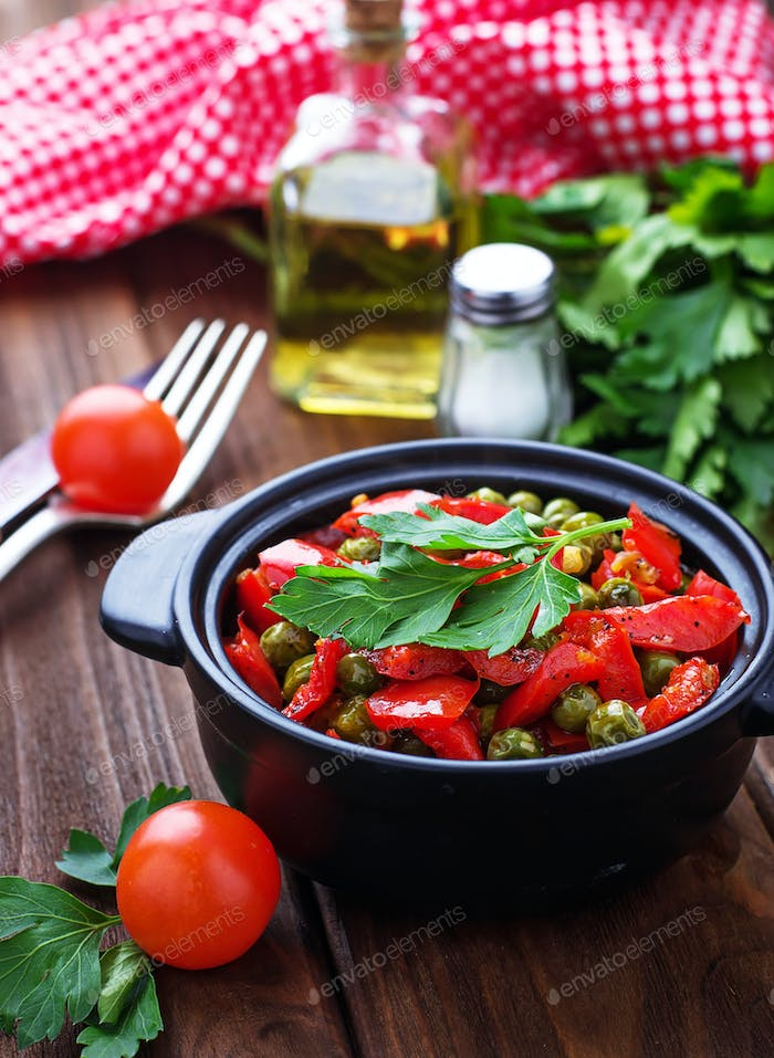 Vegetarian ragout with tomato and peas
