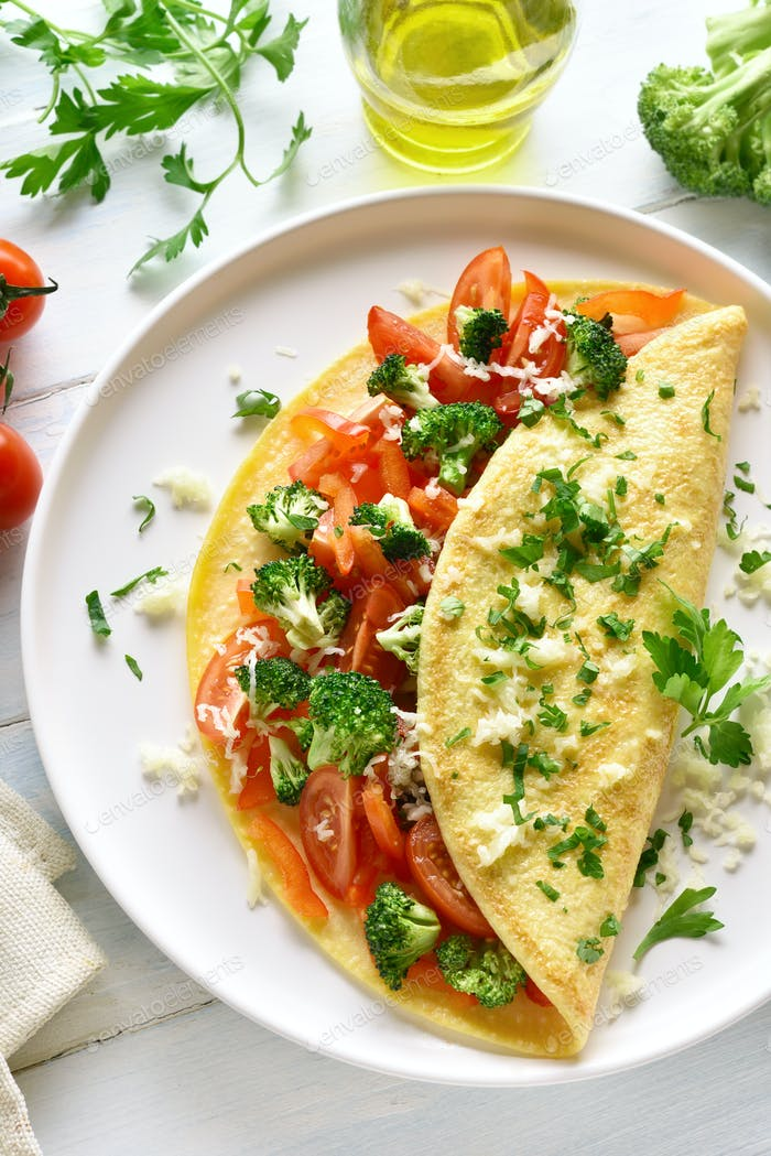 Filled omelette with tomatoes, red bell pepper and broccoli