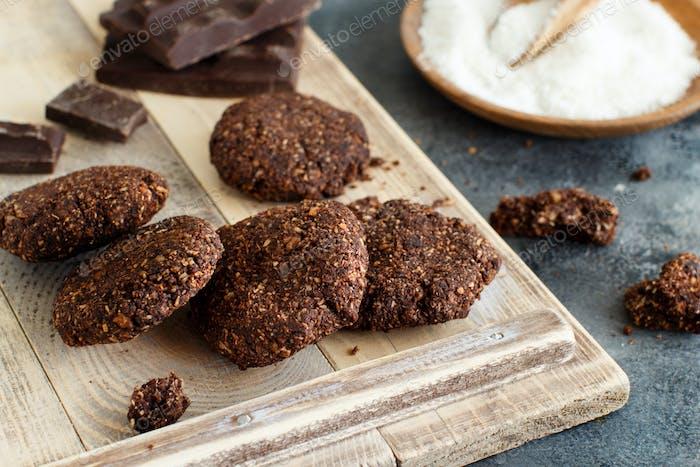 Keto Schokoladenkekse mit Mandel- und Kokosnussmehl