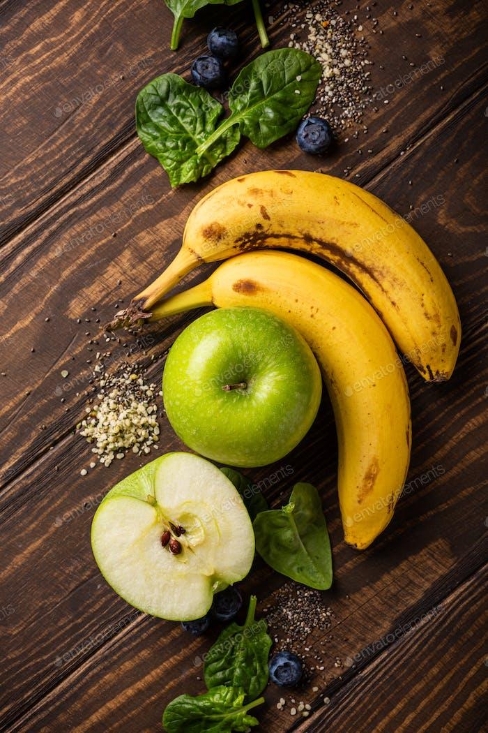 Zutaten für gesundes Frühstück Detox Green Smoothie