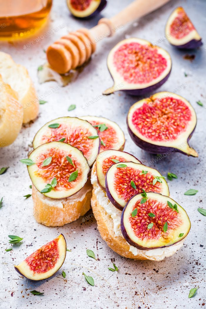 bruschetta fresh figs, honey and thyme