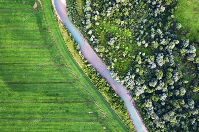 LuftDrohne enflug durch den majestätischen Fluss Dnister