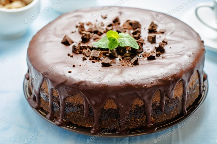 chocolate cheesecake with chocolate glaze