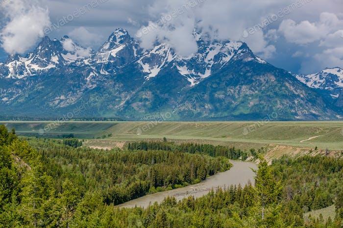 Blick auf die Grand Teton Berge vom Snake River
