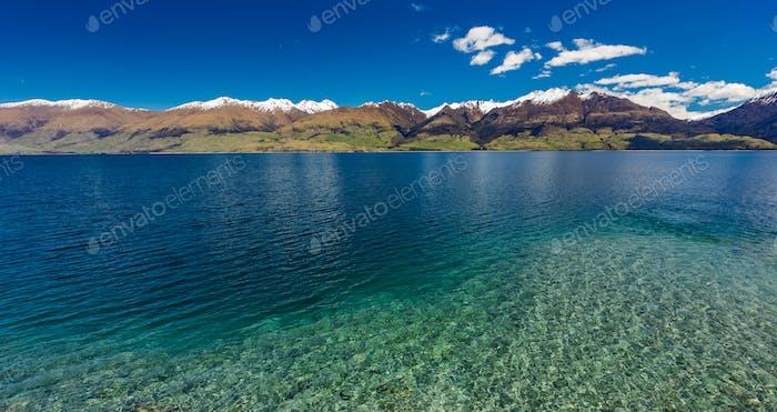 LuftDrohne, Nordseite des Lake Wanaka bei Makarora, Süden