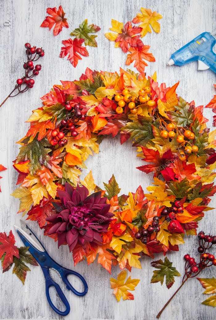 handmade diy artifical autumn wreath decoration with leaves berr