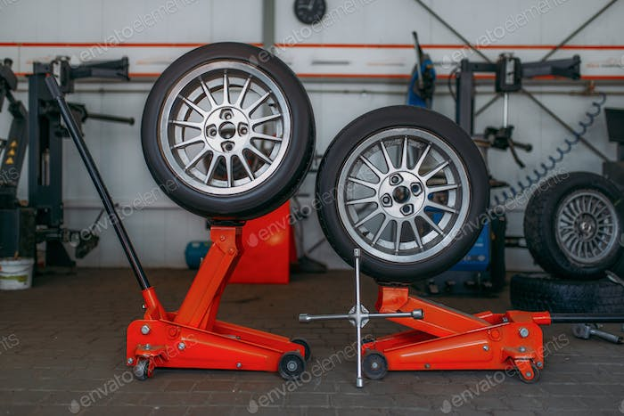 Car wheels, tire fitting machine, pneumatic wrench
