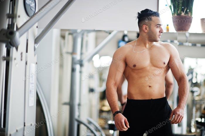 Muskulöser arabischer Mann