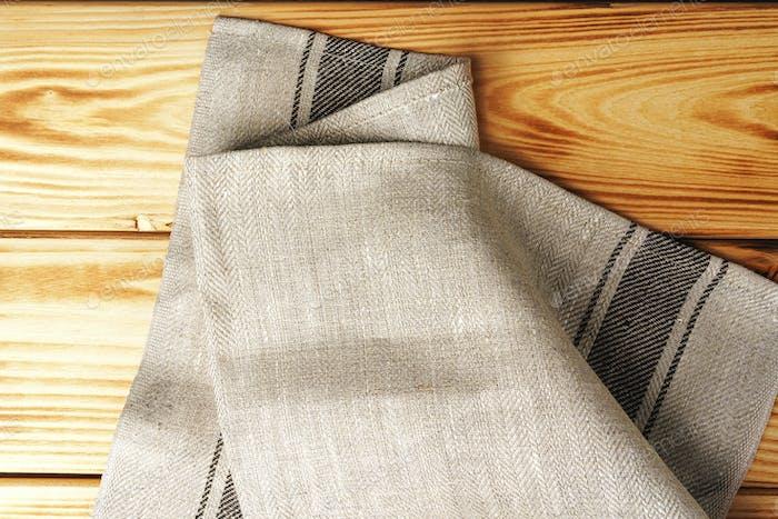Küchentuch oder Serviette über dem Holztisch