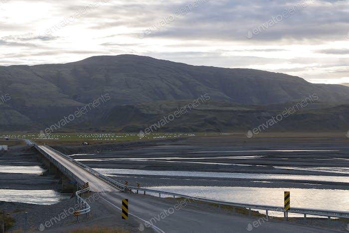Erstaunliche Landschaft auf der Straße in den Ostfjorden in Island