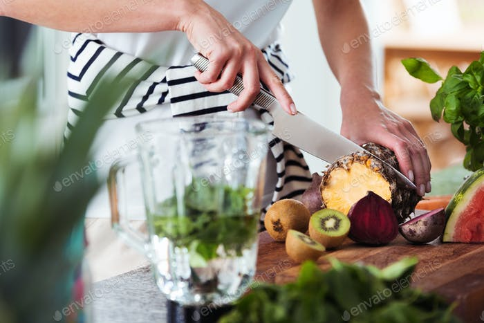 Fruitarische Schneideanas-Ananas
