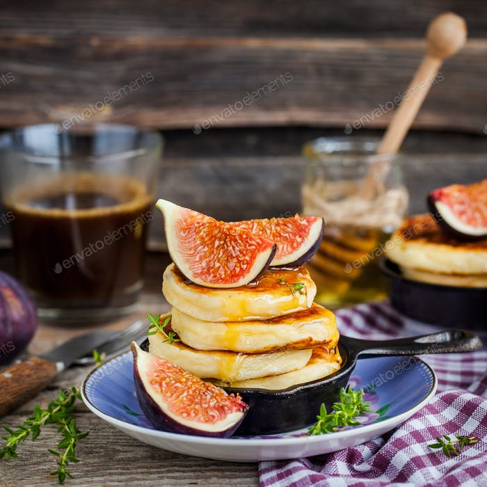 Cottage cheese pancakes with fresh figs