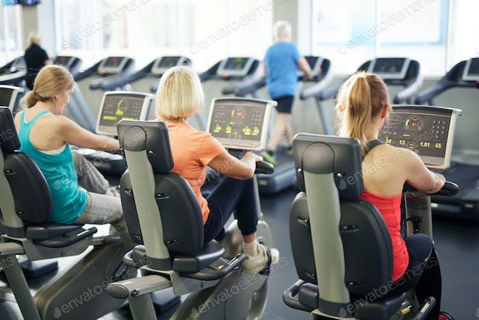 Тренировки на фитнес-велосипедах