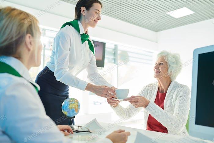 Забота о клиенте в офисе Агентство