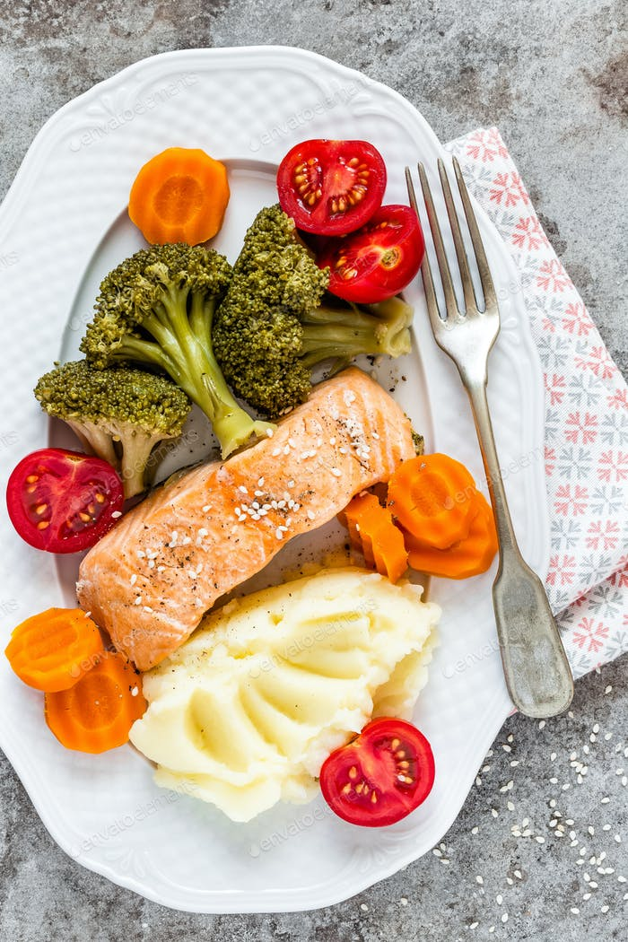 Salmon fish steamed with vegetables