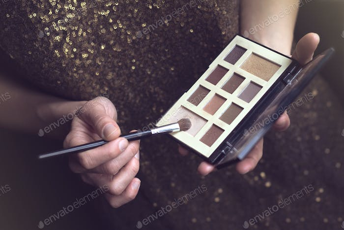vintage woman with makeup kit