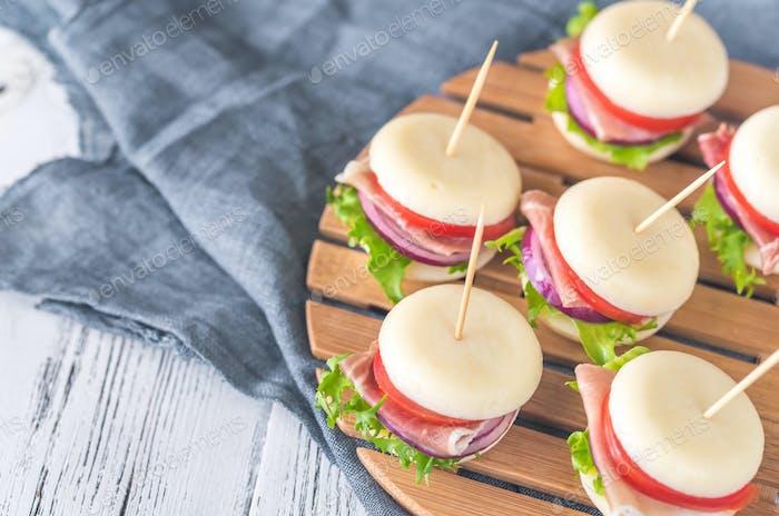 Mini-Käse und Schinken Sandwiches