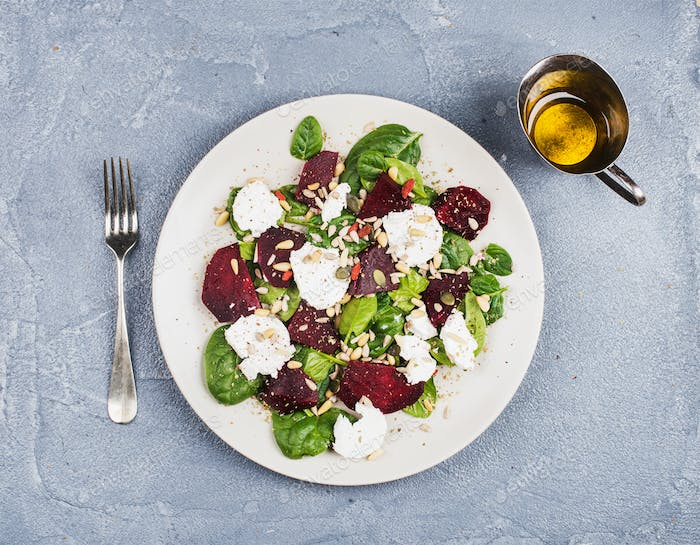 Salad with roasted beetroot, spinach, soft goat cheese and seeds