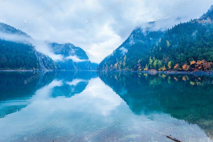 long lake in autumn jiuzhaigou