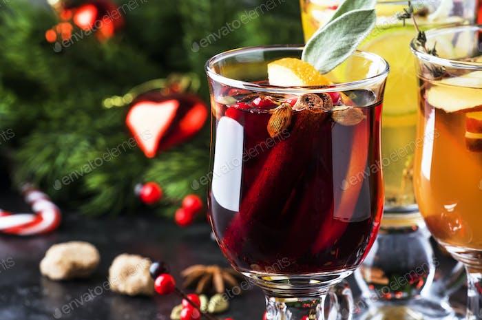 Glühwein und Glühwein. Heiße Wintergetränke und Cocktails zu Weihnachten oder Silvester