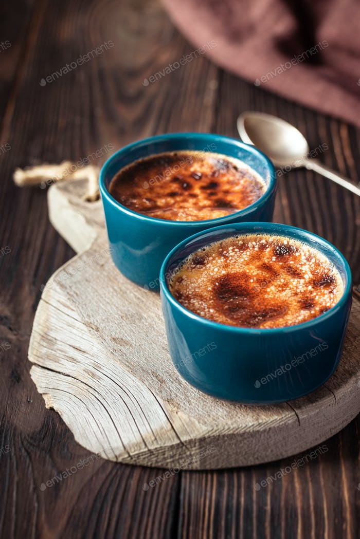 Creme brulee in the pots