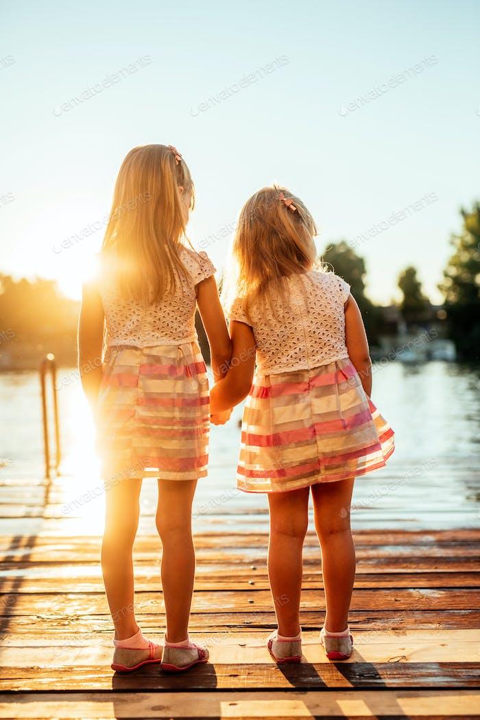 Liebe auf Sonnenuntergang teilen