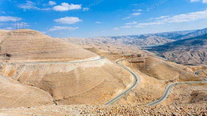 König Autobahn in Berg in der Nähe von Al Mujib Damm