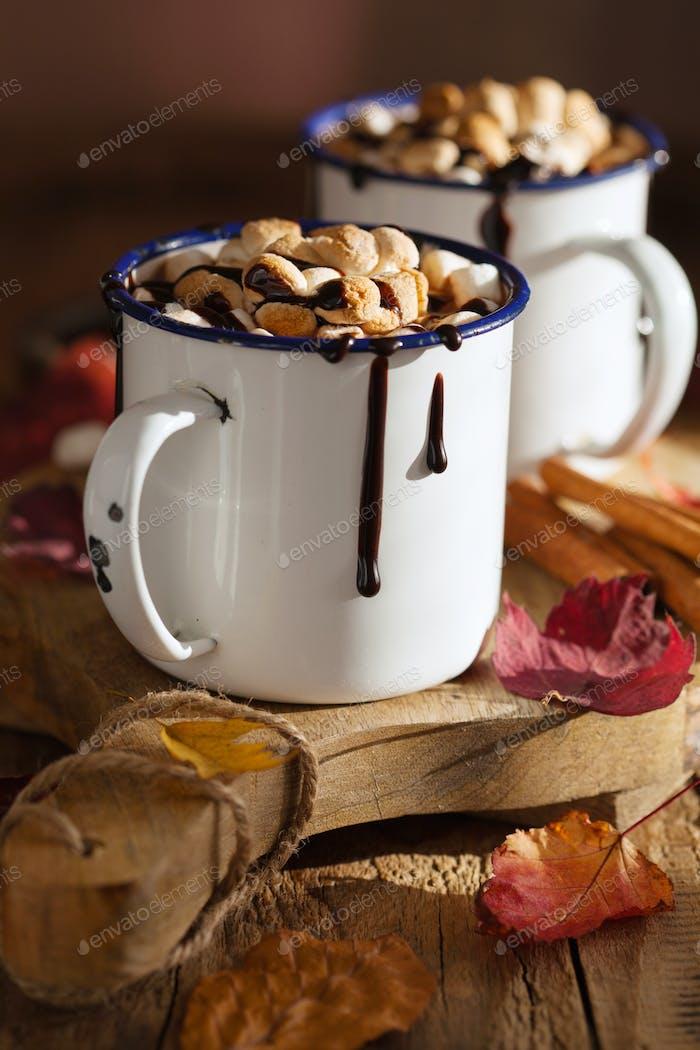s'mores heiße Schokolade Mini Marshmallows Zimt Wintergetränk