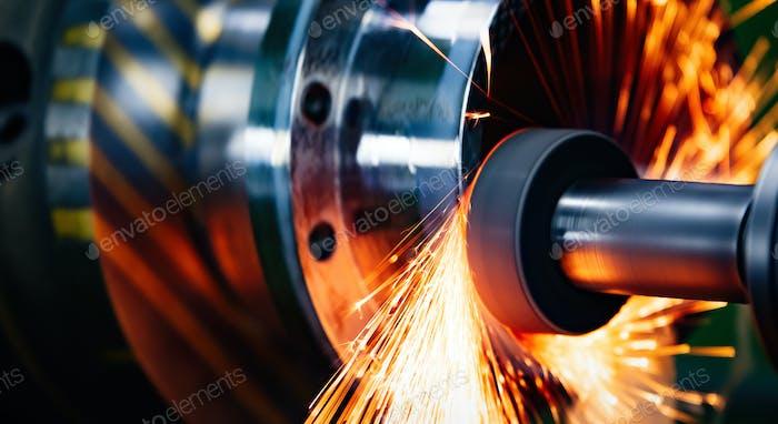 Máquina herramienta en fábrica de metal con máquinas de perforación cnc