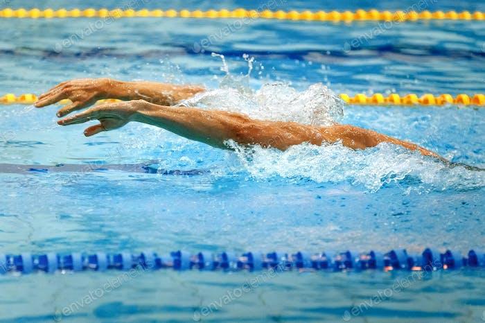 hands athlete swimmer