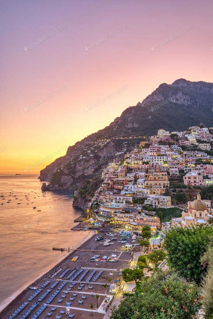 Schöne Positano an der italienischen Amalfiküste