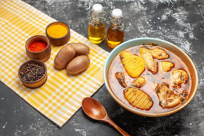 Concepto de cena de pollo para toda la familia