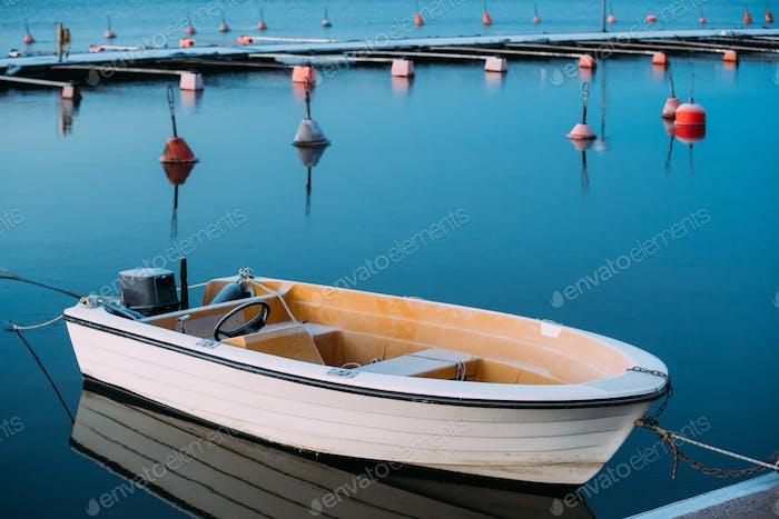 Helsinki, Finnland. Motorboot oder Motorboot am Liegeplatz