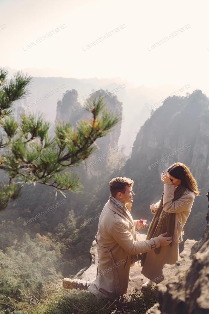 man is proposing to girlfriend at zhangjiajie national forest park