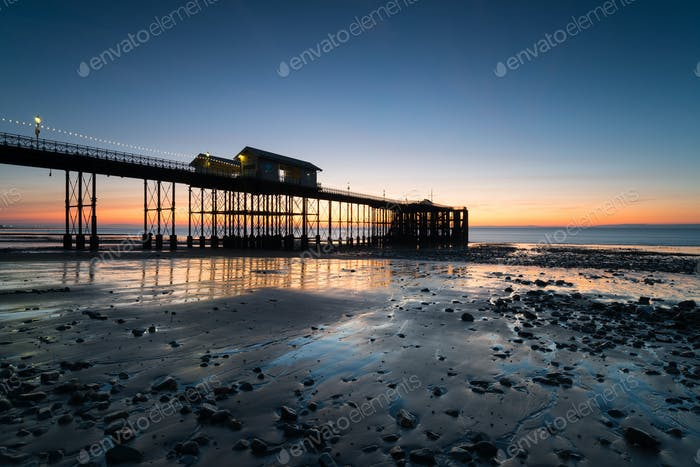 Morgendämmerung am Penarth Pier