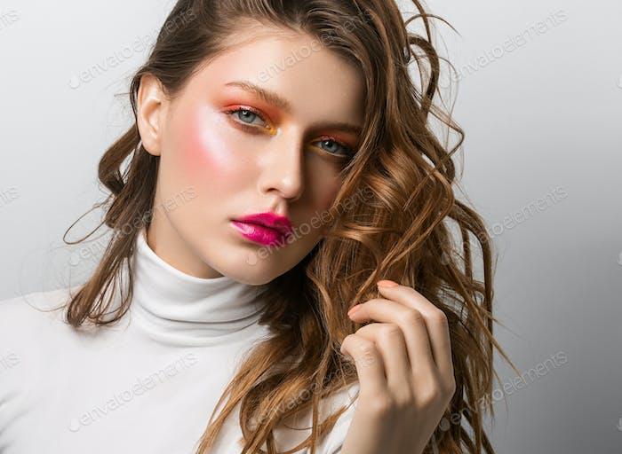 Coorful Make-up Frau Mode Schönheit Frisur Nahaufnahme Gesicht Porträt